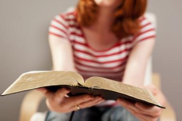girl-reading-bible-375x250